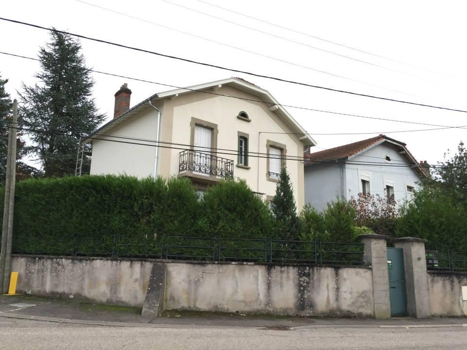 AMI Lorraine - Ravalement de façade Custines (54 Meurthe-et-Moselle) - Application de deux couches de peinture sur les façades et boiseries