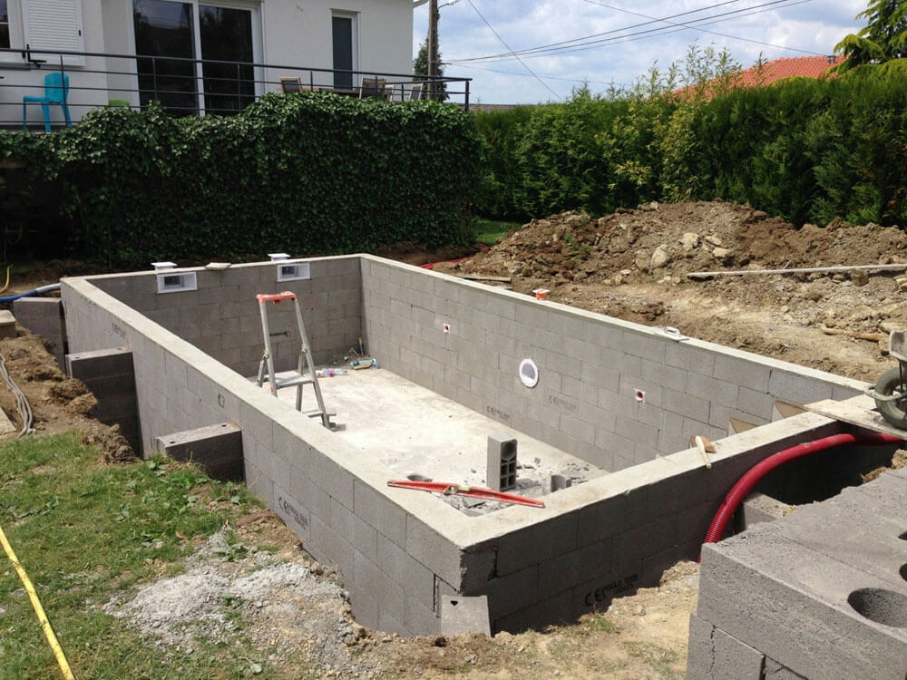 Construction piscines b ton arm moselle for Piscine semi enterree beton