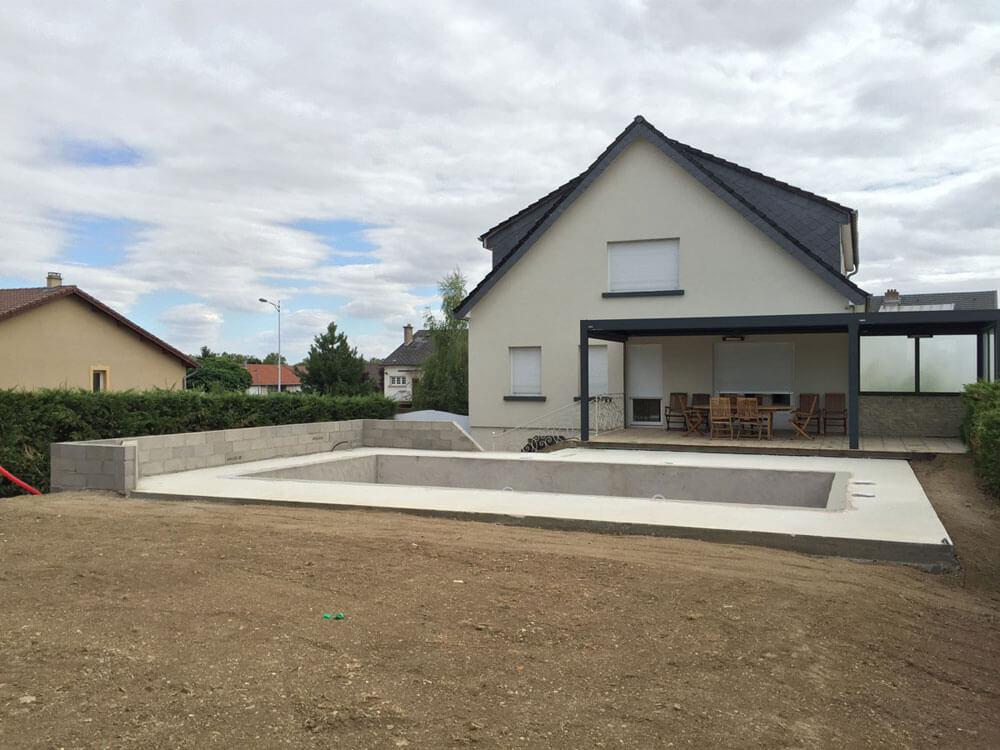 AMI Piscines Lorraine - Réalisation d'une piscine enterrée béton avec parement en bois